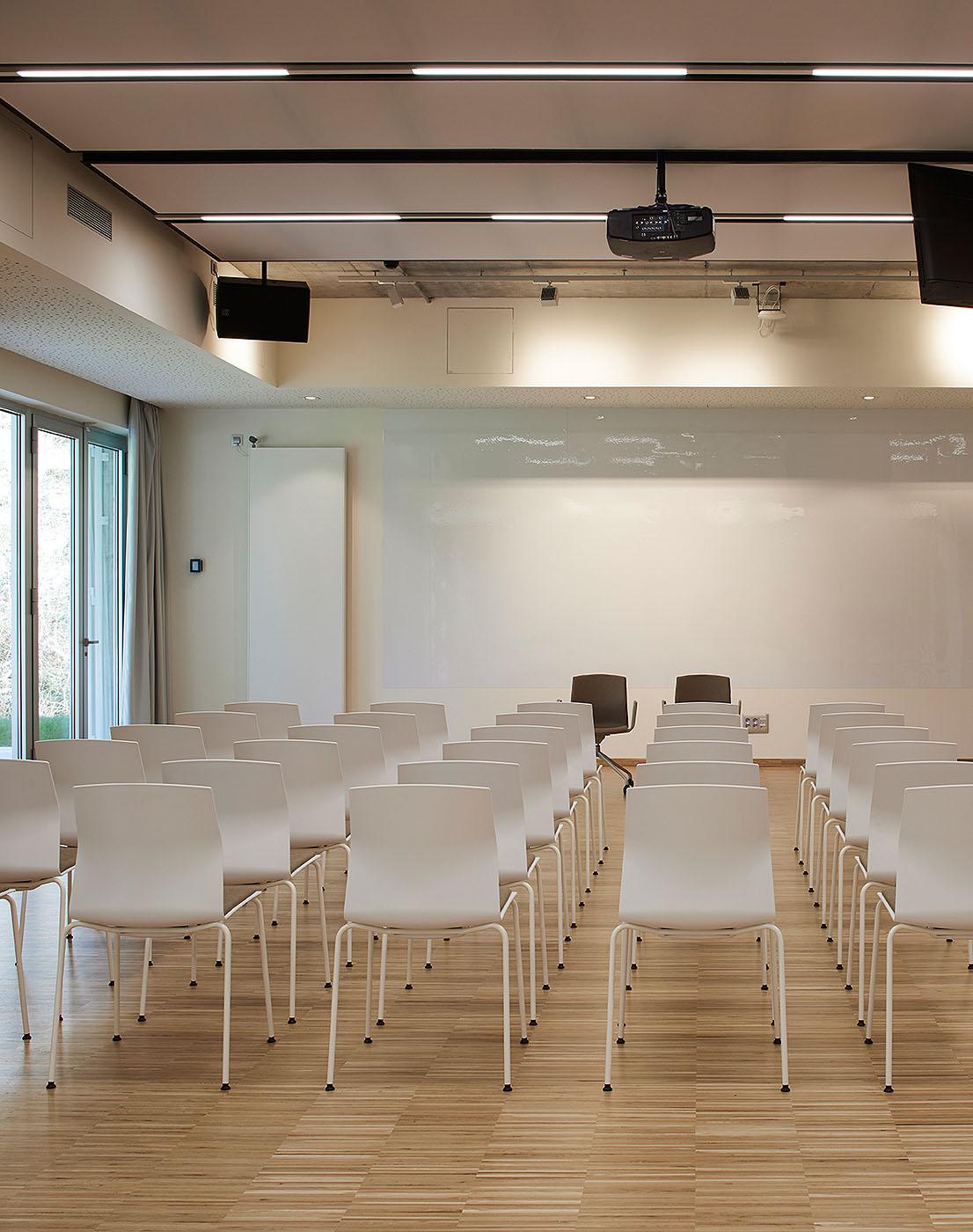 Universidad Huhazi por Akaba Design - Iñaki Caperochipi - Fotografía